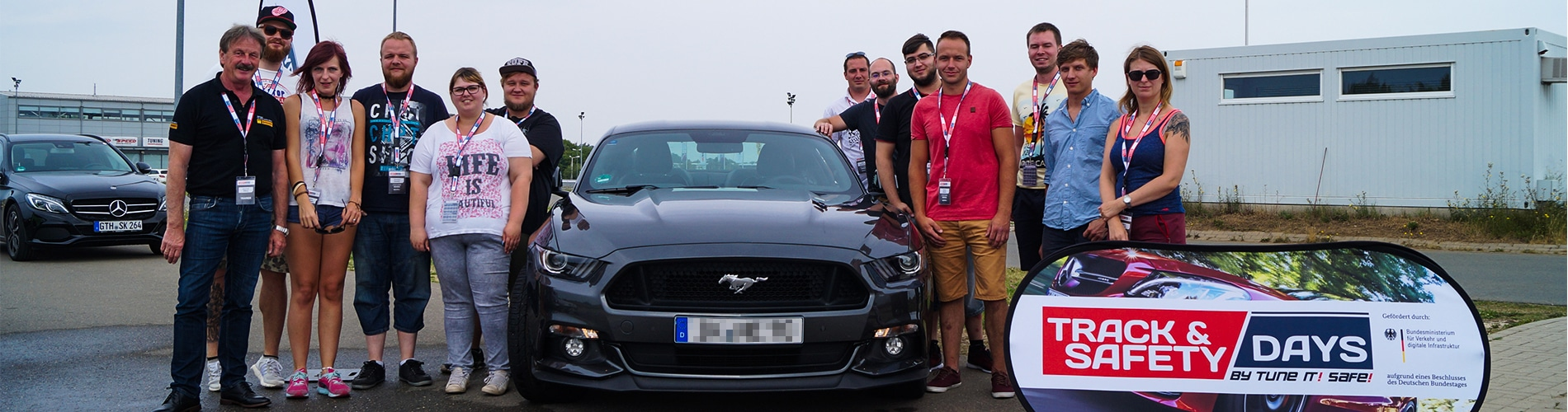 Teilnehmer der Track and Safety Days mit Ford Mustang